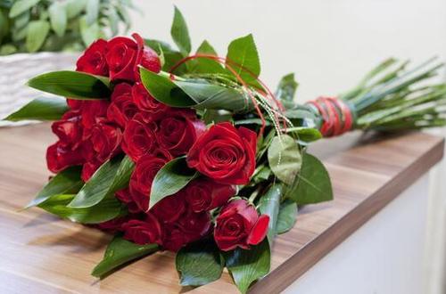 Quel est le prix d'un bouquet de roses rouges ?