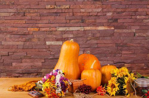Décoration de table spécial Halloween, n'oubliez pas les fleurs !