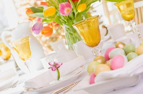 Un joli centre de table fleuri pour les Fêtes de Pâques